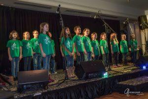 La Chorale FEVS, composée d'enfants provenant de toute la région, de tous les milieux.
